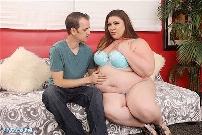 Lascivious bbw gives facefucking sooner than getting her wet crack and rectal hole fil