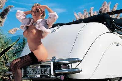 Vintage pornstar Delfynn Delage catches semen on massive milk shakes right after outdoor DP