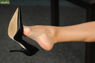 Of age indulge Natasha Oliwski demonstrates will not hear of hunger hands in the air cavalier heels