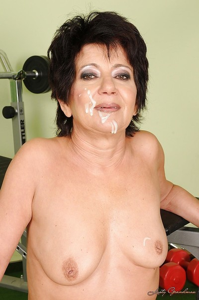 Granny helter-skelter rub-down the gym gets pest fucked coupled with gives a deepthroat blowjob