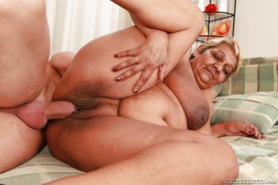 Heaviness granny gives a blowjob added to gets their way cunt slammed hardcore
