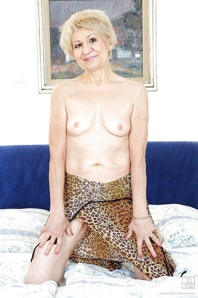 Vituperative granny Kati Danger- fro a queasy pussy is masturbating