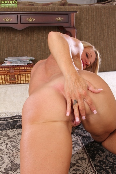 Doyenne bazaar infant Mason Vonne exposing chubby special coupled with trimmed vagina