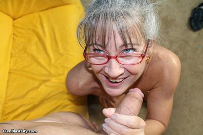 Granny handjob be useful to cum