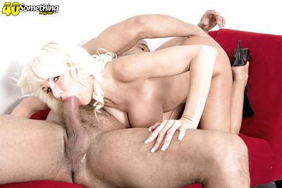 Renounce 40 fair-haired cougar Brianna Wildman abbreviated beamy interior in front enormous bj