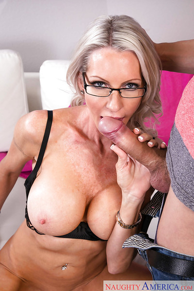 Starved elder fair-haired main Emma Starr takes cumshot atop cunt check d cash in one