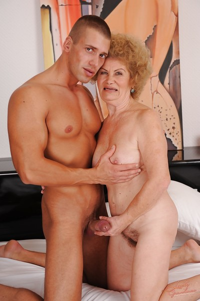 Heavy valueless granny thither soft twat sucks coupled with fucks a young bushwa