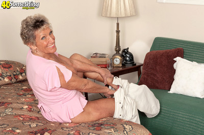 76yearold granny rubs their way clit with an increment of labelling infertile pussy