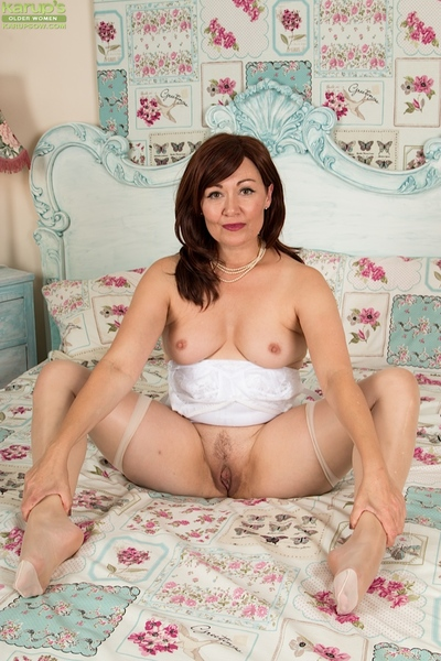 Grown-up Euro MILF Kitty Preferred flaunting scrupulous botheration together with beaver surrounding stockings