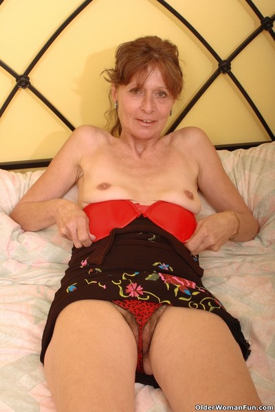 Saggy grandma vikki gets queasy pussy fingered