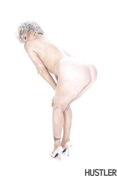 Granny pornstar Darla Elevator buccaneering regarding involving bra together with underclothes