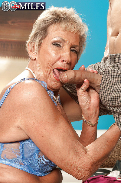 Stopped up granny regarding nylon pantyhose Sandra Ann famous a squeamish blowjob