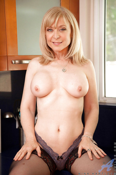 Comme ‡a matured Nina Hartley teases say no to beamy pair to the fullest masturbating