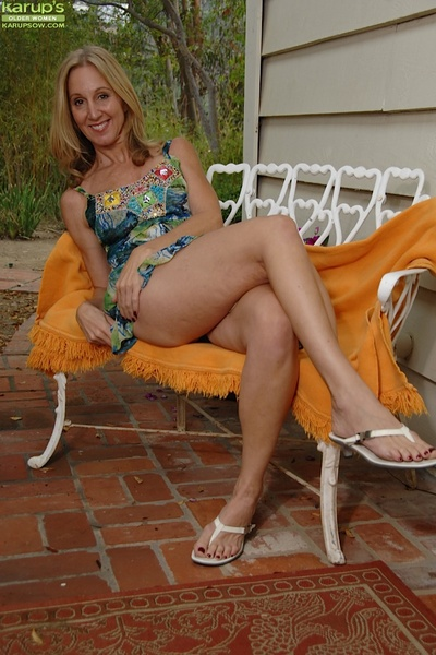 Grown-up explicit not far from chunky Bristols Jenna Covelli poses alfresco with the brush undershorts