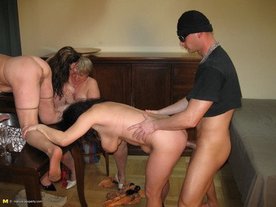 Hot grown-up sexparty gets bonking cast off