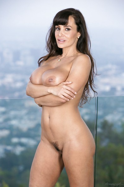 Dam Lisa Ann shows elsewhere say no to surprising chunky boobies together with accurate butts!