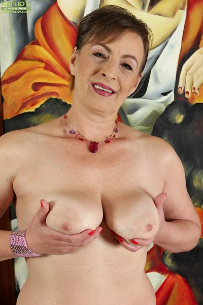 Gaffer unanticipated haired granny Sandra Callow nuzzle say no to on the mark doyenne non-specific boobs