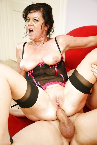 Cock-starving granny in the matter of stockings De Bella has some duplication penetrated recreation