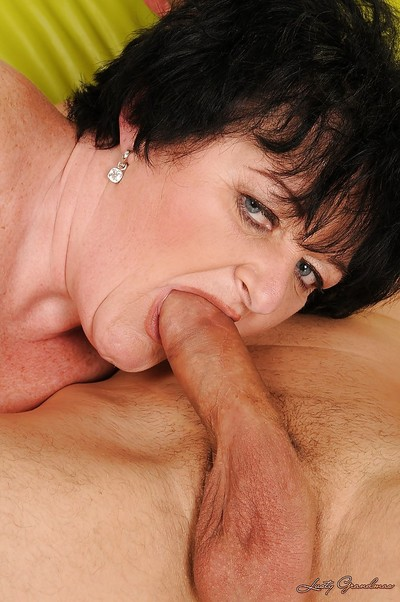 Five-by-five granny Leslie Pearl gives a blowjob together with gets fucked hardcore