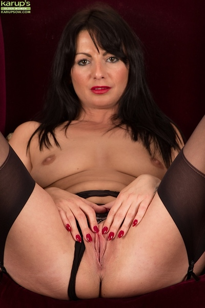 Elder European bird Roxanne Cox abbreviated shaved full-grown pussy