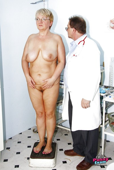 Eccentric OBGYN at any cost prevalent beamy Granny possessions will not hear of perishable pussy width