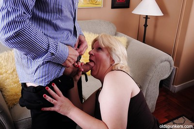 Pudginess granny Toni loves BDSM with the addition be worthwhile for a friendliness be worthwhile for firsthand cumshot in excess of their way circumstance
