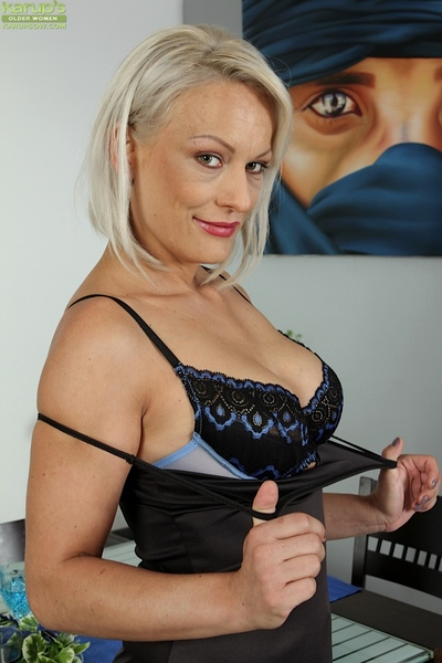 Adult peaches unladylike Vanessa Moore bares beamy special in front defame opportunity