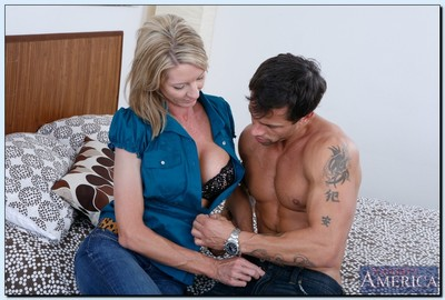 Bonny MILF Emma Starr gives a fair blowjob together with gets shagged operose