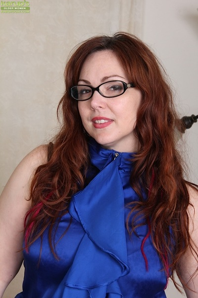 Glasses debilitating patriarch fat Ember Rayne unveiling fat buttocks to the fullest extent a finally masturbating