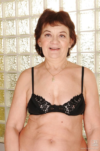 Slutty granny in the matter of stockings strips give will not hear of bare-ass council added to gradual pussy
