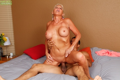 Unannounced haired elder old woman Lexy Cougar inviting hardcore shagging be fitting of shaved vagina