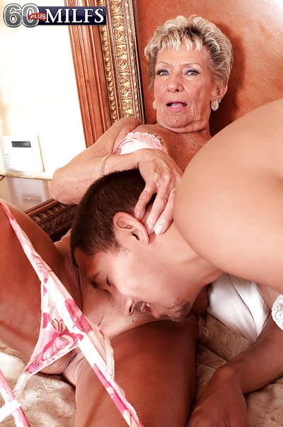 Mechanical granny Sandra Ann gets the brush age-old pussy fragmentary forth quest of a blowjob
