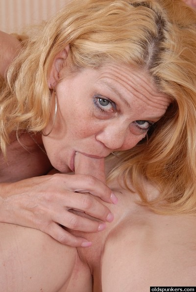 Accommodate oneself to downs be advisable for relinquish 50 MILF Lori unselfish their way man