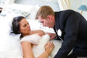 European MILF Simony Diamond taking anal sex in wedding dress from big cock